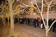 """New York  Manhattan Fundraiser im """"Hiro"""" Schlangestehen fuer Hillary Clinton..Fotos © Stefan Falke. Clinton / Obama Kandidatenwahl der Demokraten in den USA.New York Primary 2008"""