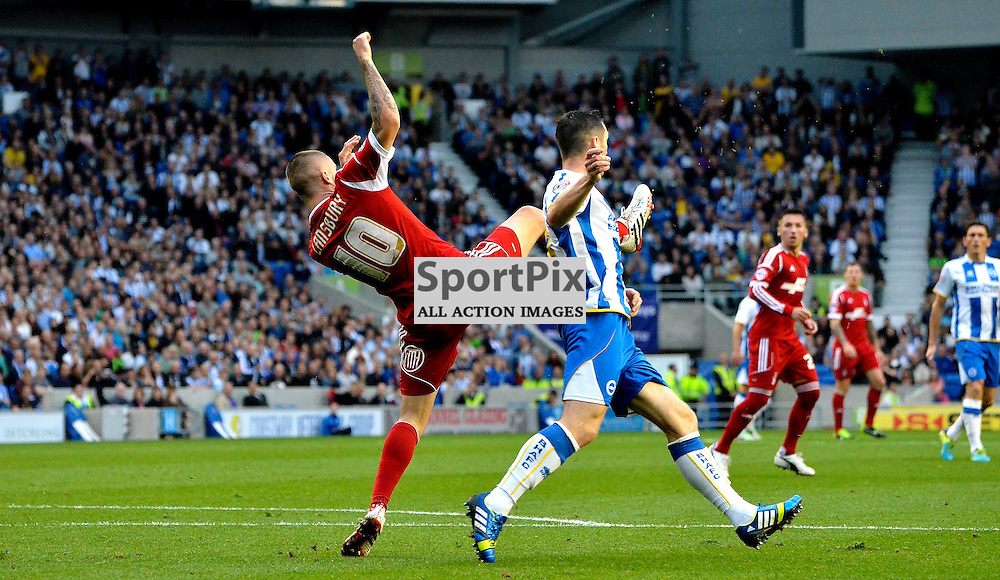 Henri Lanburys with the clearance. (c) Michael Hulf | SportPix.org.uk