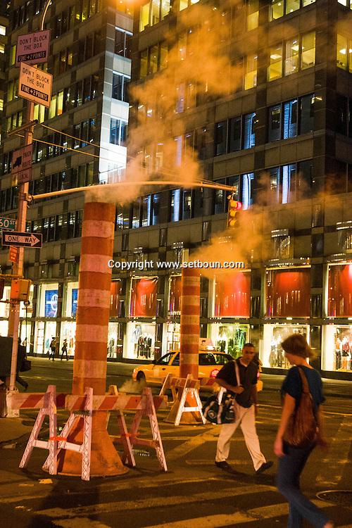 New York Manhattan  - steam pipe on 61 street  New York,   - United states /   evacuation du chauffage urbain sur la 61 em rue   , New York - Etats unis
