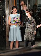24.APRIL.2013. LONDON<br /> <br /> KATE MIDDLETON EXITS THE NATIONAL PORTRAIT GALLERY, LONDON<br /> <br /> BYLINE: EDBIMAGEARCHIVE.CO.UK<br /> <br /> *THIS IMAGE IS STRICTLY FOR UK NEWSPAPERS AND MAGAZINES ONLY*<br /> *FOR WORLD WIDE SALES AND WEB USE PLEASE CONTACT EDBIMAGEARCHIVE - 0208 954 5968*