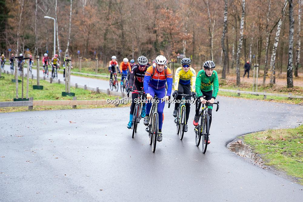 OLDENZAAL (NED) wielrennen <br />Maarten Nijland traint op woensdagmiddag met een groep in de regio Oldenzaal