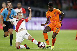 (L-R) Horacio Calcaterra of Peru, Quincy Promes of Holland during the International friendly match match between The Netherlands and Peru at the Johan Cruijff Arena on September 06, 2018 in Amsterdam, The Netherlands
