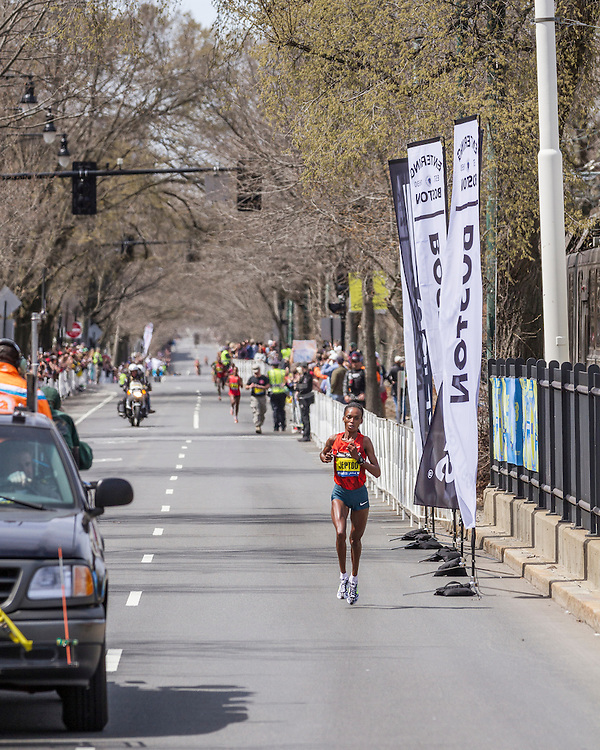 2014 Boston Marathon: winner Rita Jeptoo, Kenya, surges to leads near mile 23