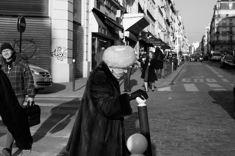 Hand in glove, Paris