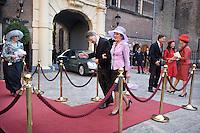 Nederland. Den Haag, 16 september 2008.<br /> Prinsjesdag.<br /> Donner met echtgenote op de rode loper bij het ministerie van Algemene Zaken. Rechts in beeld : Minister Eurlings en Verburg.<br /> Foto Martijn Beekman<br /> NIET VOOR PUBLIKATIE IN LANDELIJKE DAGBLADEN.