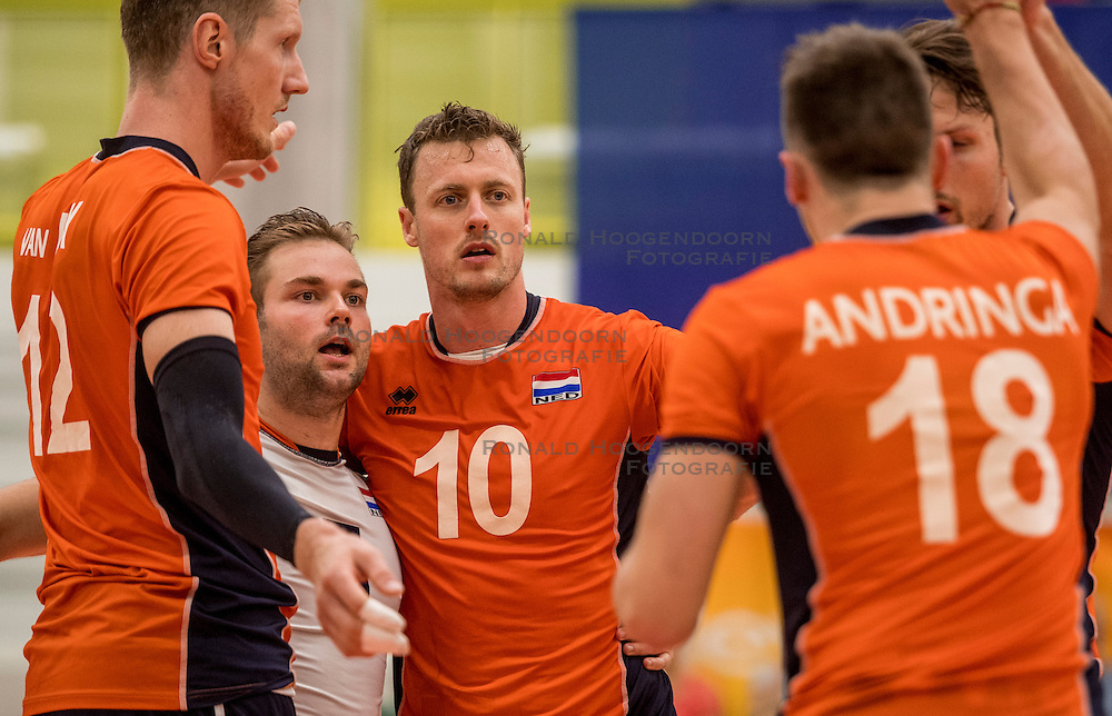 23-09-2016 NED: EK Kwalificatie Nederland - Oostenrijk, Koog aan de Zaan<br /> Nederland wint met 3-0 van Oostenrijk / Dirk Sparidans #5, Jeroen Rauwerdink #10