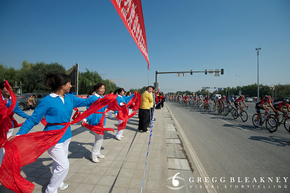 Cultural dancers on the roadside - 2011 Tour of Beijing Stage 2