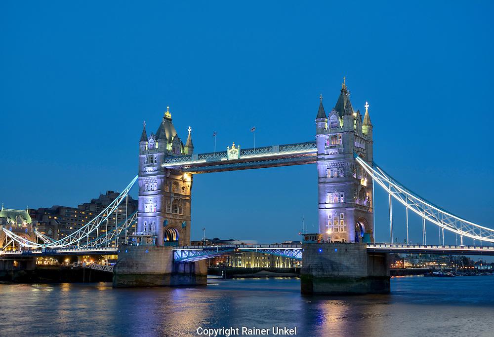 GBR , GROSSBRITANNIEN / ENGLAND / VEREINIGTES KOENIGREICH : Tower Bridge in London , 09.10.2015<br /> |GBR , GREAT BRITAIN / ENGLAND / UK : Tower Bridge in London , 09.10.2015|<br /> Copyright by : Rainer UNKEL , Tel.: 0171/5457756