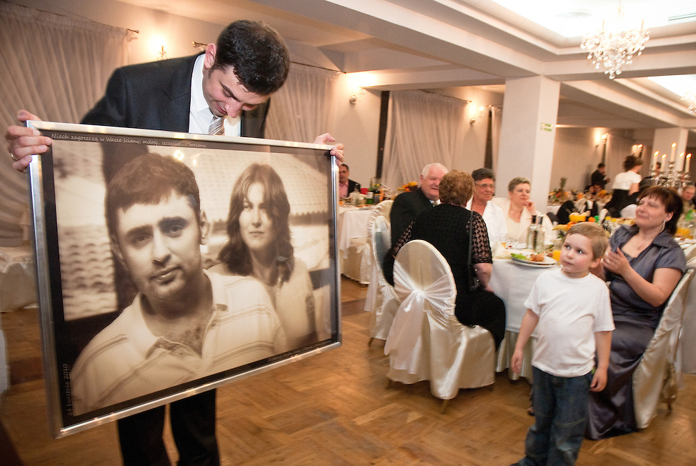 Documentary wedding photography by Derek Knight.