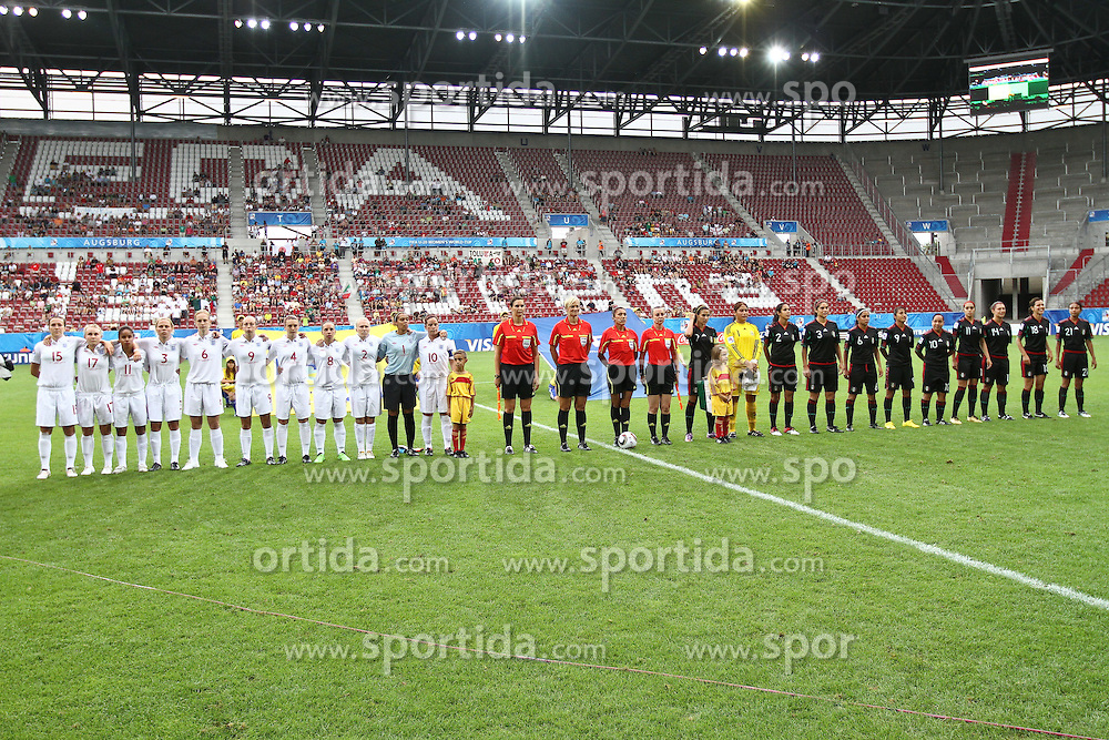 17.07.2010,  Augsburg, GER, FIFA U20 Womens Worldcup, England vs Mexico,  im Bild die mannschaften vor dem Spiel, EXPA Pictures © 2010, PhotoCredit: EXPA/ nph/ . Straubmeier+++++ ATTENTION - OUT OF GER +++++ / SPORTIDA PHOTO AGENCY