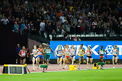 London, 2017 August 07. The sprint begins for the finish line with Faith Chepngetich Kipyegon, Kenya, surging ahead to victory on day four of the IAAF London 2017 world Championships at the London Stadium. © Paul Davey.