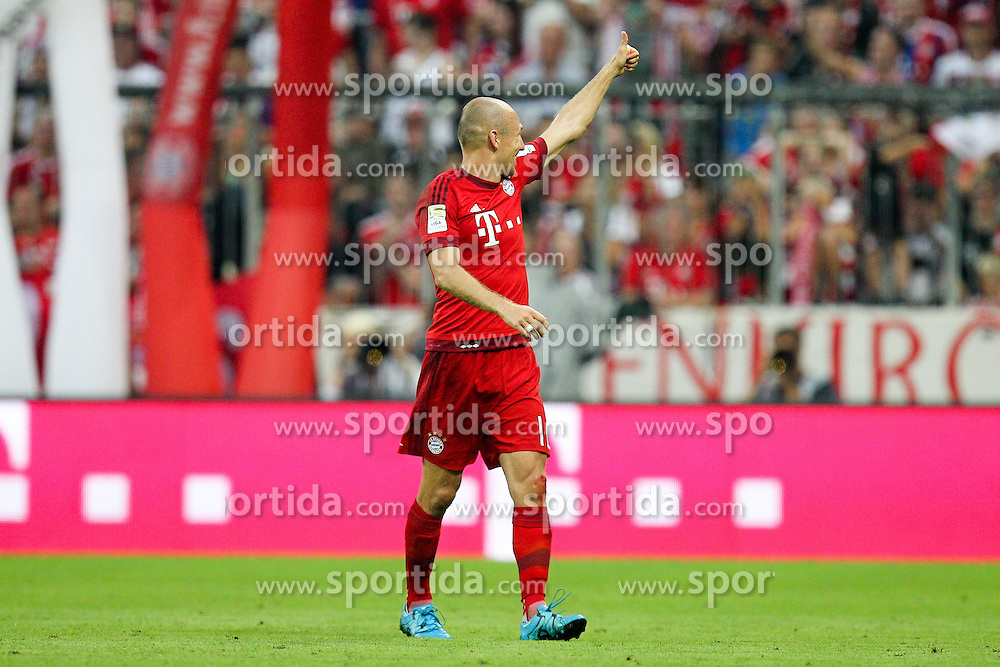 29.08.2015, Allianz Arena, Muenchen, GER, 1. FBL, FC Bayern Muenchen vs Bayer 04 Leverkusen, 3. Runde, im Bild Torjubel von Arjen Robben #10 (FC Bayern Muenchen) zu seiner Familie // during the German Bundesliga 3rd round match between FC Bayern Munich and Bayer 04 Leverkusen at the Allianz Arena in Muenchen, Germany on 2015/08/29. EXPA Pictures &copy; 2015, PhotoCredit: EXPA/ Eibner-Pressefoto/ Kolbert<br /> <br /> *****ATTENTION - OUT of GER*****