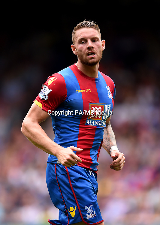 """Crystal Palace's Connor Wickham during the Barclays Premier League match at Selhurst Park, London. PRESS ASSOCIATION Photo. Picture date: Sunday August 16, 2015. See PA story SOCCER Palace. Photo credit should read: Adam Davy/PA Wire. EDITORIAL USE ONLY. No use with unauthorised audio, video, data, fixture lists, club/league logos or """"live"""" services. Online in-match use limited to 45 images, no video emulation. No use in betting, games or single club/league/player publications."""