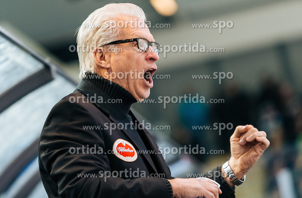 13.03.2016, Eisarena, Salzburg, AUT, EBEL, EC Red Bull Salzburg vs EC VSV, Halbfinale, 1. Spiel, im Bild Headcoach Greg Holst (EC VSV) // Headcoach Greg Holst (EC VSV) during the Erste Bank Icehockey League 1st semifinal match between EC Red Bull Salzburg and EC VSV at the Eisarena in Salzburg, Austria on 2016/03/13. EXPA Pictures © 2016, PhotoCredit: EXPA/ JFK