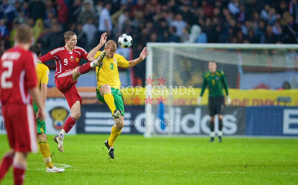 MOSCOW, RUSSIA - Wednesday, September 10, 2008: Wales' Steve Evans and Russia's Roman Pavlyuchenko during the second 2010 FIFA World Cup South Africa Qualifying Group 4 match at the Lokomotiv Stadium. (Photo by David Rawcliffe/Propaganda)
