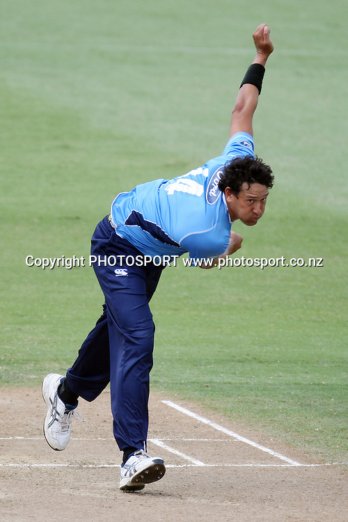 Daryl Tuffey bowls. Men's one day cricket, Auckland Aces v Wellington Firebirds, Colin Maiden Park, Auckland. Wednesday 12 January 2011. Photo: Ella Brockelsby/photosport.co.nz