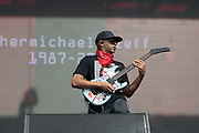 Tom Morello performs on May 3, 2019 at Metropolitan Park in Jacksonville, Florida (Photo: Charlie Steffens/Gnarlyfotos)