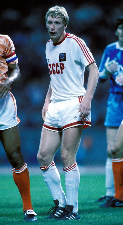 UEFA European Championship - West Germany 1988<br /> 12.6.1988, M&uuml;ngersdorferstadion, K&ouml;ln.<br /> Group 2, Holland v Soviet Union<br /> Oleksiy Mykhailychenko - USSR