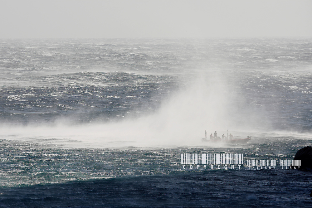 INCREDIBLE : A WIND 50 KNOTS GUST IN NINE PICTURES. CAP CROISETTE-MARSEILLE-FRANCE