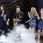 NLD/Hilversum/20141121- 2de Live The Voice of Holland, Julia van der toorn en O'G3ne