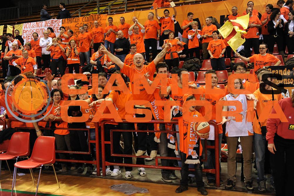DESCRIZIONE : Perugia Lega A1 Femminile 2010-11 Coppa Italia Semifinale Officine Digitali Faenza Famila Schio<br /> GIOCATORE : Tifosi<br /> SQUADRA : Famila Schio<br /> EVENTO : Campionato Lega A1 Femminile 2010-2011 <br /> GARA : Officine Digitali Faenza Famila Schio<br /> DATA : 12/03/2011 <br /> CATEGORIA : esultanza<br /> SPORT : Pallacanestro <br /> AUTORE : Agenzia Ciamillo-Castoria/M.Marchi<br /> Galleria : Lega Basket Femminile 2010-2011 <br /> Fotonotizia : Perugia Lega A1 Femminile 2010-11 Coppa Italia Semifinale Officine Digitali Faenza Famila Schio<br /> Predefinita :