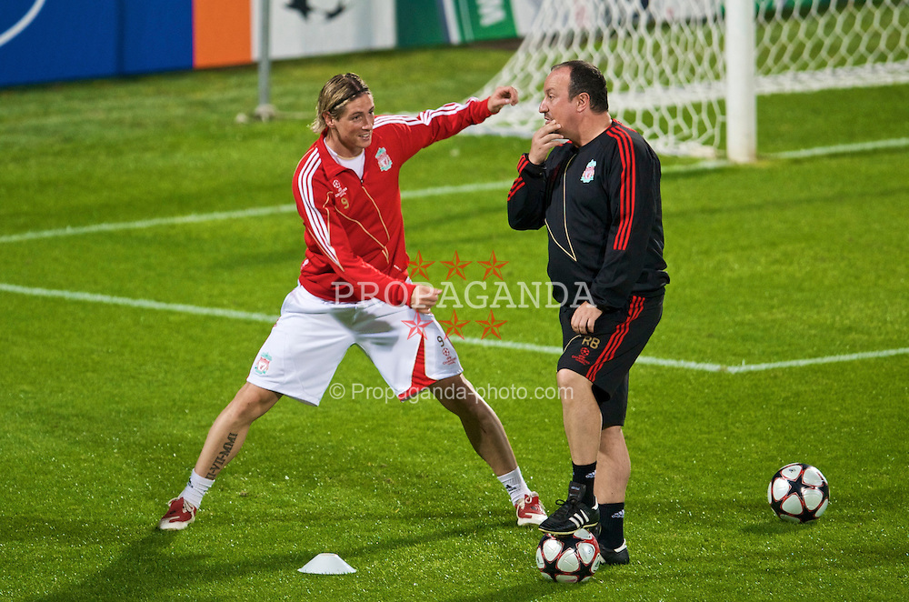 FLORENCE, ITALY - Monday, September 28, 2009: Liverpool's manager Rafael Benitez and Fernando Torres during training at the Artemio Franchi ahead of the UEFA Champions League Group E match against Fiorentina. (Pic by David Rawcliffe/Propaganda)