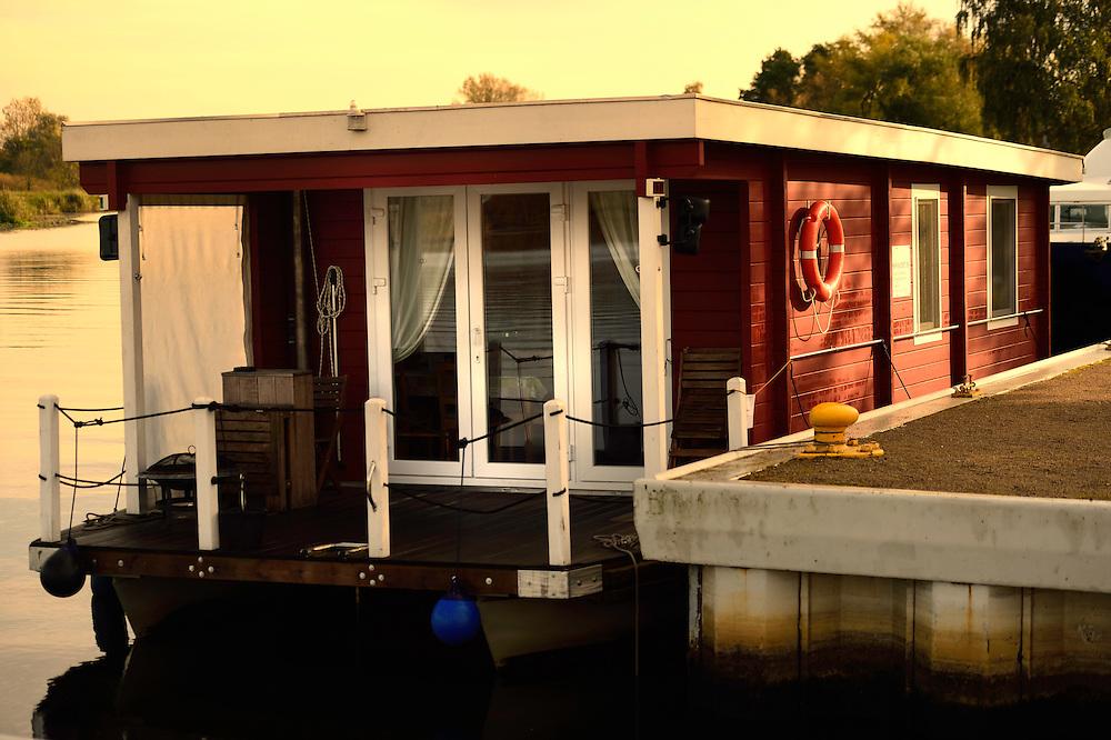 Bungalowboot auf der Peene