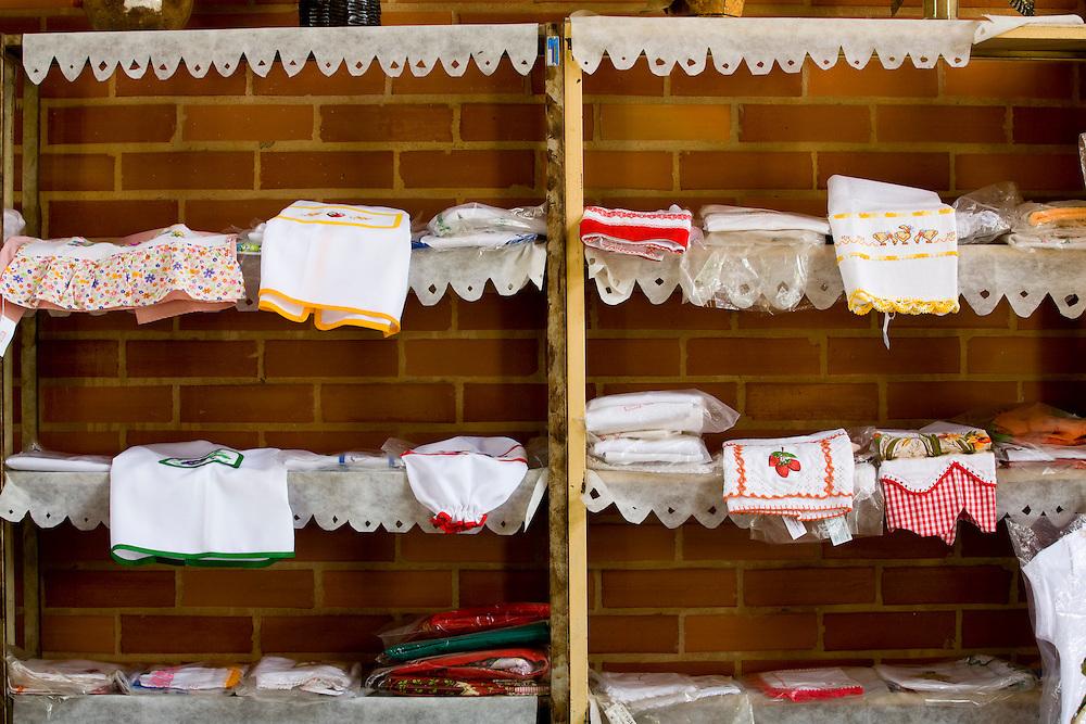 Castelo_ES, Brasil...Produtos tipicos da regiao expostos na Casa do Artesao em Castelo...Typical products in the Casa do Artesao in Castelo...Foto: LEO DRUMOND / NITRO