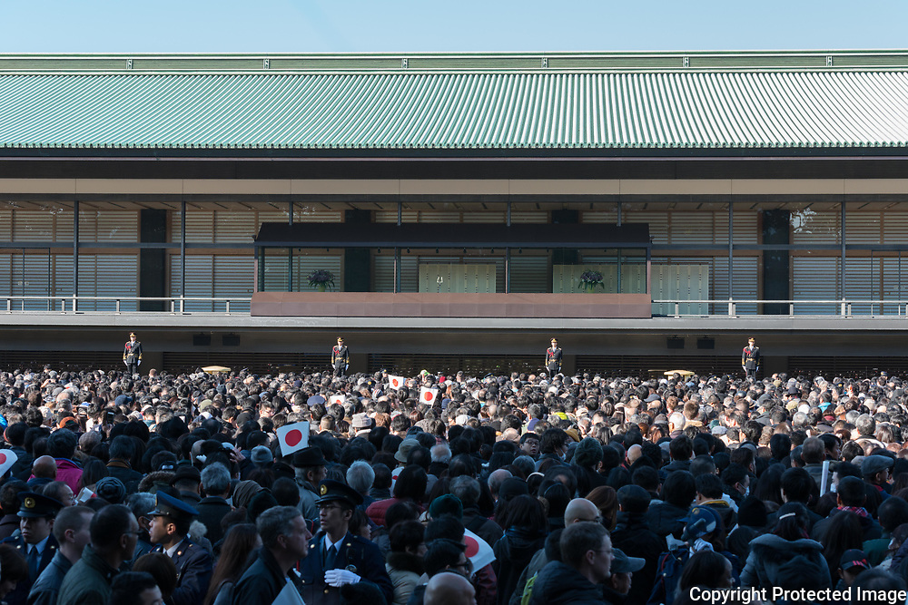 Well-wishers carrying flags gather to celebrate Japan's Emperor Akihito's 84th birthday at the Imperial Palace in Tokyo, Japan, December 23, 2017. 23/12/2017-Tokyo, JAPAN