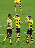 Fussball  DFB Pokal  Achtelfinale  2017/2018   FC Bayern Muenchen - Borussia Dortmund        20.12.2017 Alexander Isak, Marcel Schmelzer und Christian Pulisic (v.l., alle Borussia Dortmund) sind enttaeuscht
