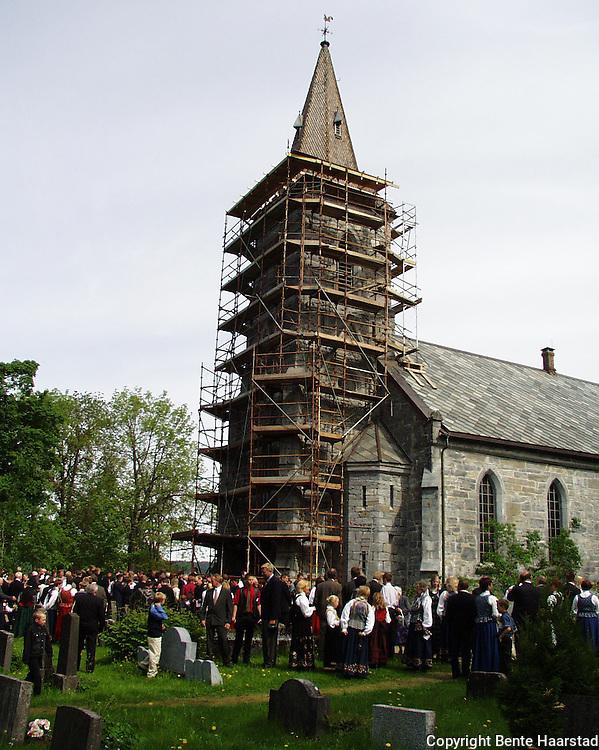 Snåsa kirke (konfirmasjoner juni 2002), restaurering tårn