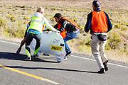 Aurelien Bonneteau tijdens de ochtendrun op de derde dag van de races. In Battle Mountain (Nevada) wordt ieder jaar de World Human Powered Speed Challenge gehouden. Tijdens deze wedstrijd wordt geprobeerd zo hard mogelijk te fietsen op pure menskracht. Het huidige record staat sinds 2015 op naam van de Canadees Todd Reichert die 139,45 km/h reed. De deelnemers bestaan zowel uit teams van universiteiten als uit hobbyisten. Met de gestroomlijnde fietsen willen ze laten zien wat mogelijk is met menskracht. De speciale ligfietsen kunnen gezien worden als de Formule 1 van het fietsen. De kennis die wordt opgedaan wordt ook gebruikt om duurzaam vervoer verder te ontwikkelen.<br /> <br /> In Battle Mountain (Nevada) each year the World Human Powered Speed Challenge is held. During this race they try to ride on pure manpower as hard as possible. Since 2015 the Canadian Todd Reichert is record holder with a speed of 136,45 km/h. The participants consist of both teams from universities and from hobbyists. With the sleek bikes they want to show what is possible with human power. The special recumbent bicycles can be seen as the Formula 1 of the bicycle. The knowledge gained is also used to develop sustainable transport.