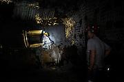 Valentina Zurro sulla macchina che taglia il carbone
