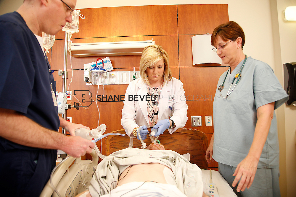 1/28/16 2:57:17 PM --  Stock photography of nurses and techs at Saint Francis Hospital South. <br /> <br /> Photo by Shane Bevel