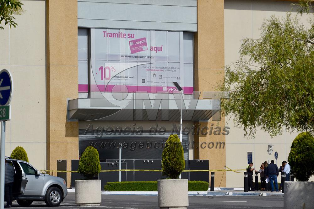 METEPEC, México.- (Julio 21, 2017).- Un grupo de hombres asalto durante la madrugada la tienda departamental Liverpool en Plaza Galerías Metepec, policías estatales, municipales y el Ministerio Público acudieron al lugar para iniciar las indagatorias. Agencia MVT / Crisanta Espinosa.