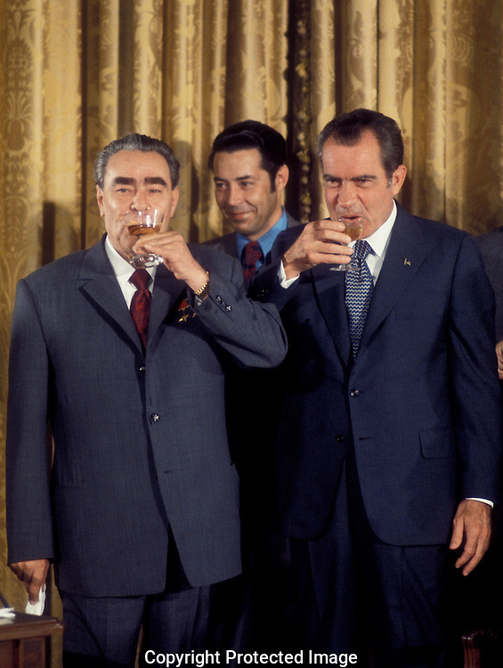. President Nixon and Leonid Breshnev toast at a ceremony at the State Department during Leonid Breshnev's visit to the USA in June 1973...Photo by Dennis Brack BS B15