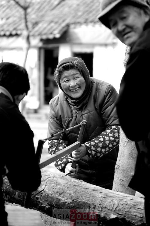 Corvée de bois a Tongli en Chine, mars 2007