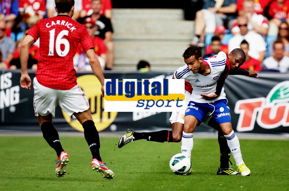 Fotball<br /> Oppvisningskamp<br /> Ullev&aring;l Stadion 05.08.12<br /> V&aring;lerenga - MAnchester United<br /> Mohamed Fellah i duell med  Ashley Young<br /> Foto: Eirik F&oslash;rde