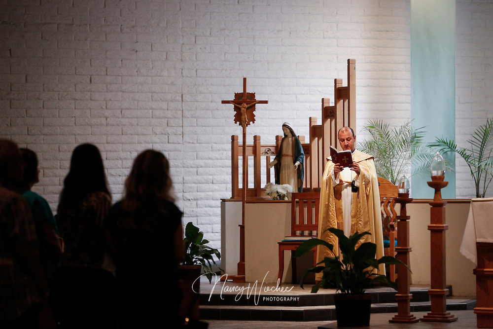 Msgr. Felix Shabi, corbishop of the Chaldean Catholic Vicariate of Arizona, celebrates Mass with Holy Family Chaldean Catholic Mission in Phoenix Aug. 23, 2015. (Nancy Wiechec for ONE magazine)
