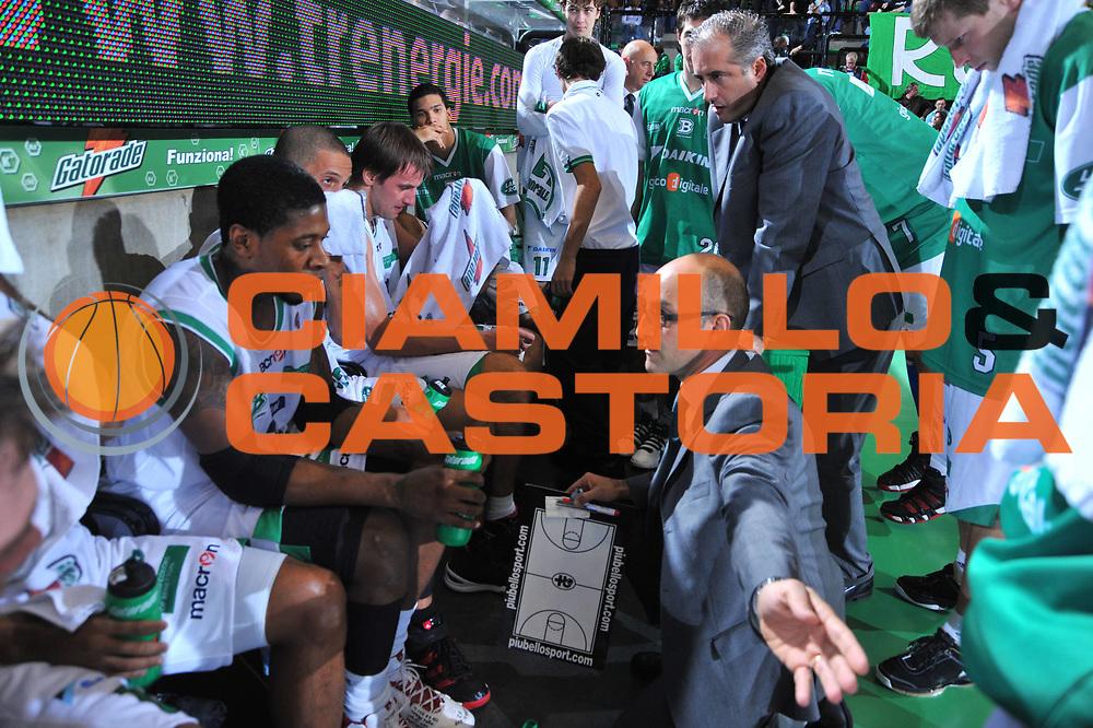 DESCRIZIONE : Treviso Lega A 2009-10 Benetton Treviso Scavolini Spar Pesaro<br /> GIOCATORE : Time Out Francesco Vitucci<br /> SQUADRA : Benetton Treviso<br /> EVENTO : Campionato Lega A 2009-2010<br /> GARA : Benetton Treviso Scavolini Spar Pesaro<br /> DATA : 25/10/2009 <br /> CATEGORIA : Time Out<br /> SPORT : Pallacanestro <br /> AUTORE : Agenzia Ciamillo-Castoria/M.Gregolin