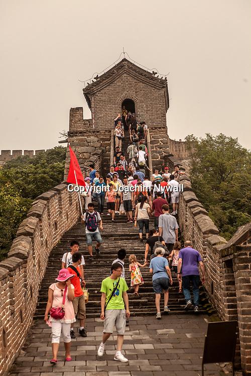 2011 08 Beijing Peking Kina China<br /> Mutianyu &auml;r en sektion av kinesiska muren bel&auml;get i Huairou-distriktet, cirka 60 km nord&ouml;st om Peking i Kina. Mutianyu-sektionen av muren h&auml;nger samman med Juyongguan-passet i v&auml;st, och med Gubeikou-porten i &ouml;st<br /> <br /> ----<br /> FOTO : JOACHIM NYWALL KOD 0708840825_1<br /> COPYRIGHT JOACHIM NYWALL<br /> <br /> ***BETALBILD***<br /> Redovisas till <br /> NYWALL MEDIA AB<br /> Strandgatan 30<br /> 461 31 Trollh&auml;ttan<br /> Prislista enl BLF , om inget annat avtalas.