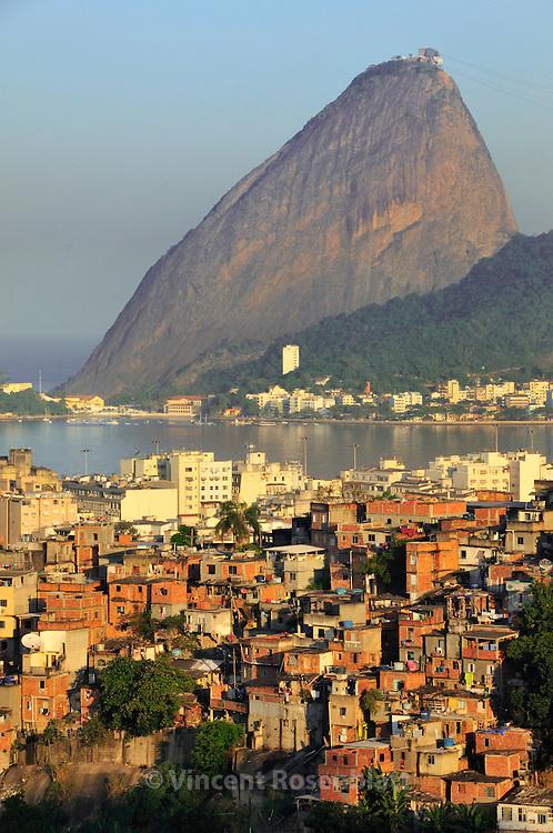Sugarloaf and favela Santo Amaro  - as seen from Santa Teresa borough, Rio de Janeiro. ||.Pão de Açucar e favela Santo Amaro  - vistos do bairro de Santa Teresa, Rio de Janeiro..