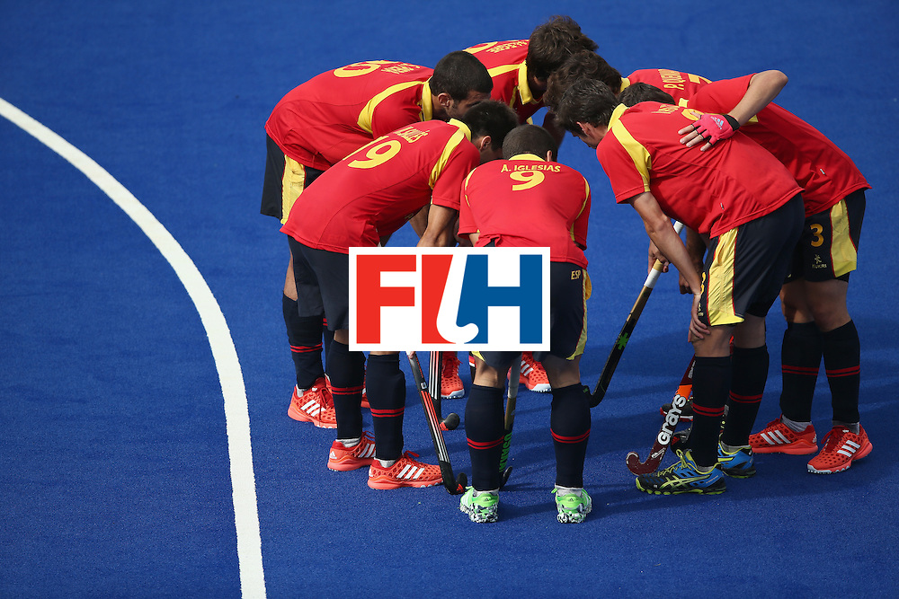 RIO DE JANEIRO, BRAZIL - AUGUST 11:  Spain huddles against Belgium during a Men's Preliminary Pool A match on Day 6 of the Rio 2016 Olympics at the Olympic Hockey Centre on August 11, 2016 in Rio de Janeiro, Brazil.  (Photo by Sean M. Haffey/Getty Images)