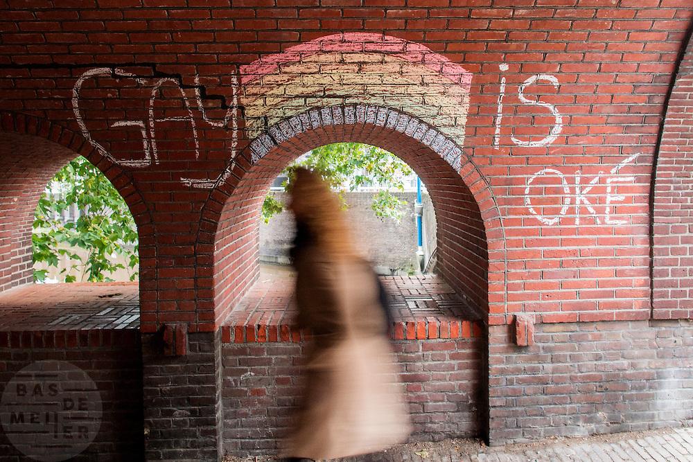 """In Utrecht is in een portiek de tekst 'Gay is oke' geschreven met krijt met de regenboog boven een van de portiekbogen.<br /> <br /> In Utrecht on a porch the text """"Gay is OK"""" is written with chalk with the rainbow above one of the archways."""