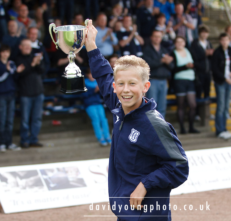 Dundee's under 14s display the Denis Law trophy won in Aberdeen a couple of weeks ago - Dundee v St Mirren, Clydesdale Bank Scottish Premier League at Rugby Park.. - © David Young - 5 Foundry Place - Monifieth - DD5 4BB - Telephone 07765 252616 - email: davidyoungphoto@gmail.com - web: www.davidyoungphoto.co.uk