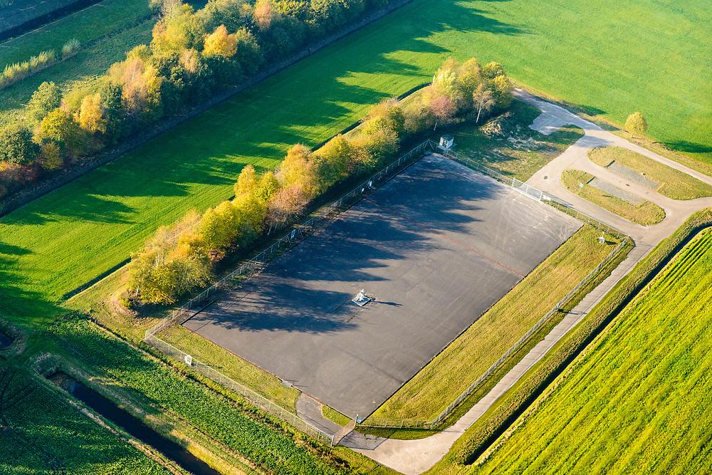 Nederland, Groningen, Gemeente Midden-Groningen, 04-11-2018; Schildwolde, lokatie van de NAM, zogenaamde putlocatie, wordt gebruikt wordt voor meet- en observatiedoeleinden.<br /> Midden in het door aardbevingen getroffen gebied, bevingen die het gevolg zijn van de winning van aardgas.<br /> So-called well location, is used for measurement and observation purposes. In the middle of the earthquake-affected area, quakes that are the result of the extraction of natural gas.<br /> <br /> luchtfoto (toeslag op standaard tarieven);<br /> aerial photo (additional fee required);<br /> copyright© foto/photo Siebe Swart