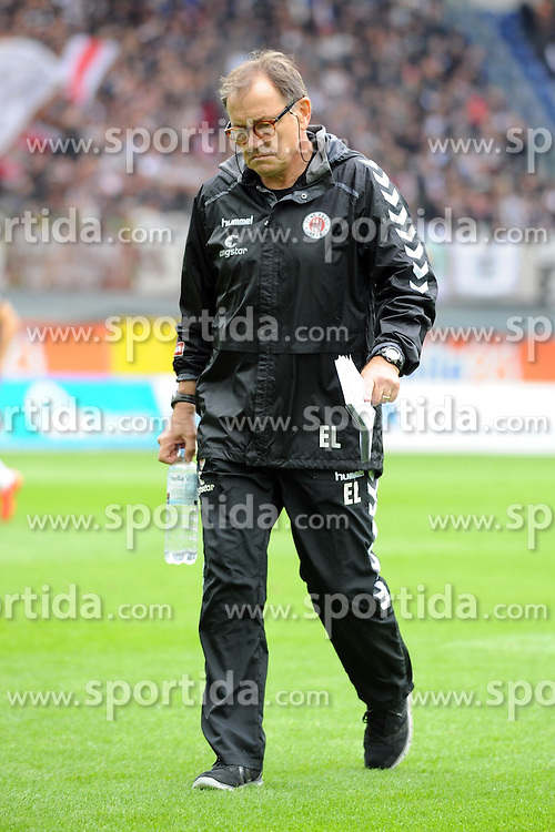 26.09.2015, Benteler Arena, Paderborn, GER, 2. FBL, SC Paderborn 07 vs FC St. Pauli, 9. Runde, im Bild Ewald Lienen (Cheftrainer FC St. Pauli) nacdenklich // during the 2nd German Bundesliga 9th round match between SC Paderborn 07 and FC St. Pauli at the Benteler Arena in Paderborn, Germany on 2015/09/26. EXPA Pictures &copy; 2015, PhotoCredit: EXPA/ Eibner-Pressefoto/ Sippel<br /> <br /> *****ATTENTION - OUT of GER*****