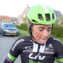 23-04-2016: Wielrennen: Topcompetitie vrouwen: Borsele  <br />s-Heerenhoek (NED) wielrennen <br />De omloop van Borsele een koers met kenmerkende smalle passages over dijken kent met wind. meestal veel strijd. Floortje Mackay