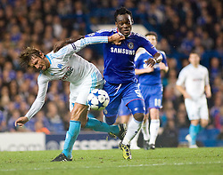 28.09.2010, Stamford Bridge, London, ENG, UEFA Champions League, Chelsea vs Olympique Marseille, im Bild Chelsea's Ghanaian footballer Michael Essien battles with Marseilles Gabriel Heinze, 28/09/2010. EXPA Pictures © 2010, PhotoCredit: EXPA/ IPS/ Mark Greenwood +++++ ATTENTION - OUT OF ENGLAND/UK +++++