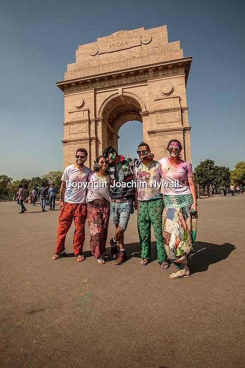 Delhi 2017 03 13 Indien<br /> Holi hinduernas v&aring;rfest eller f&auml;rgfest firas vid India gate Delhi India<br /> <br /> <br /> ----<br /> FOTO : JOACHIM NYWALL KOD 0708840825_1<br /> COPYRIGHT JOACHIM NYWALL<br /> <br /> ***BETALBILD***<br /> Redovisas till <br /> NYWALL MEDIA AB<br /> Strandgatan 30<br /> 461 31 Trollh&auml;ttan<br /> Prislista enl BLF , om inget annat avtalas.
